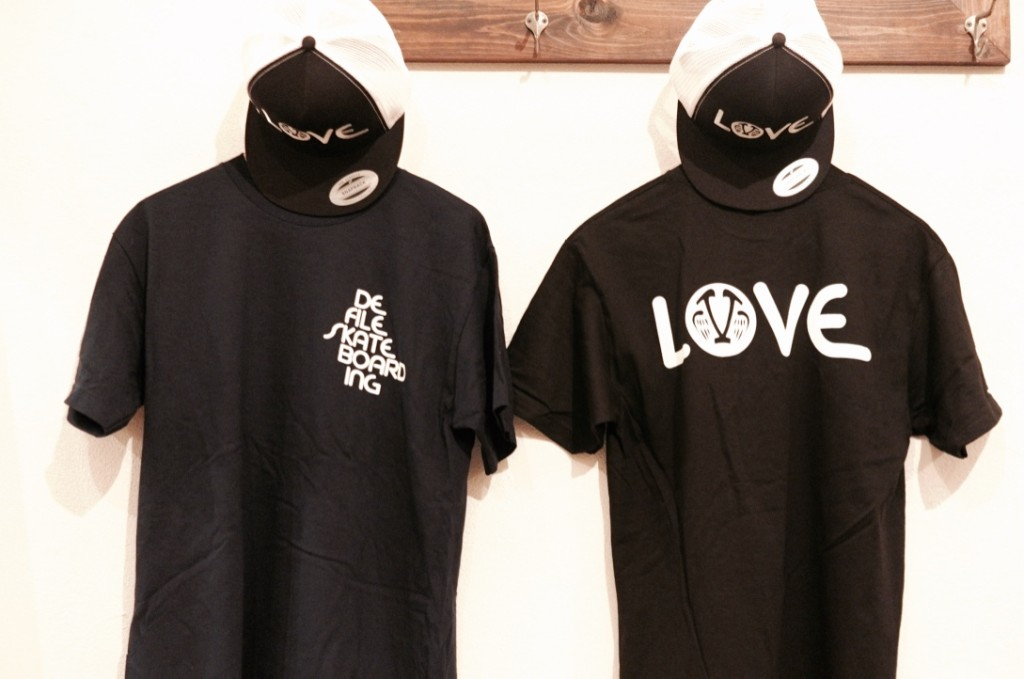 "SANTA MONICA AIRLINES ""VENICE X LOVE"" TEES & TRACKER"